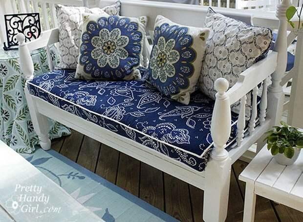 Из старых занавесок можно сшить чехлы для мебели.