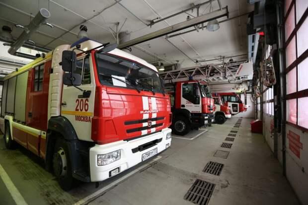 Пожарные спасли 11 человек на Большой Внуковской