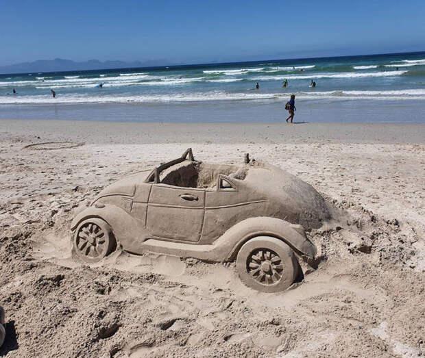 Автомобиль из песка