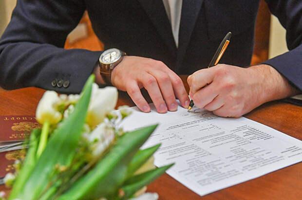 Органы опеки хотят наделить правом разрешать браки 16-летних