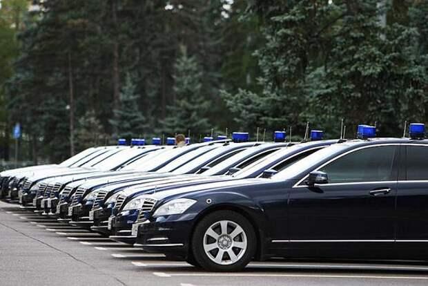 Чиновников начали наказывать за использование служебного транспорта не по назначению