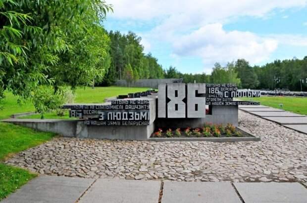 Часть мемориального комплекса «Хатынь» – кладбище сожжённых фашистами и их пособниками (в том числе, и украинскими) деревень