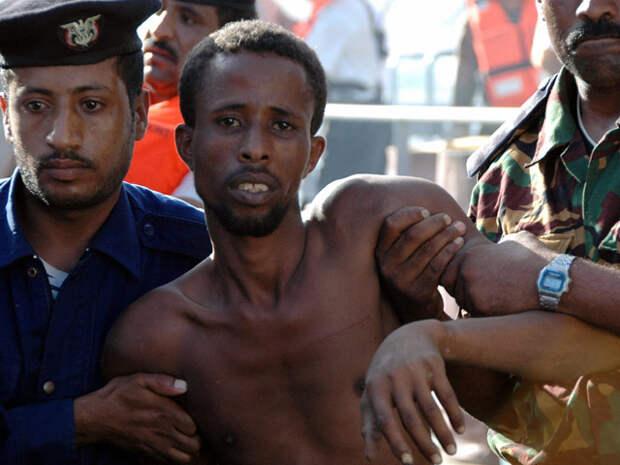 Девятерых сомалийцев задержали за нападения на суда под флагом республики