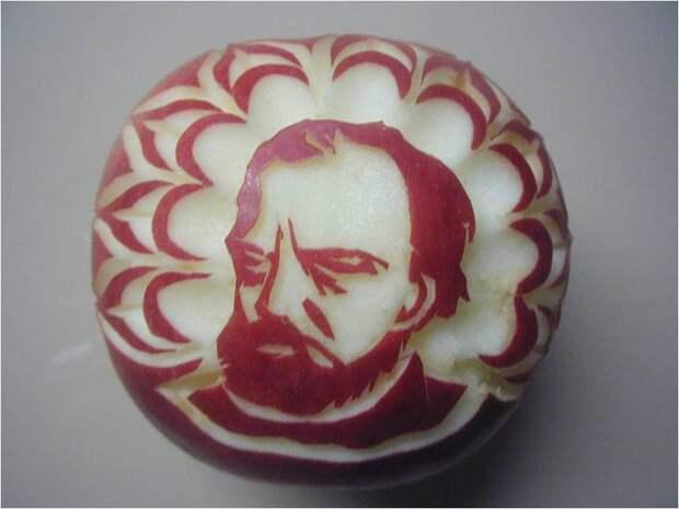 Картинки по запросу , Людек Прожаска вырезает 100 яблок