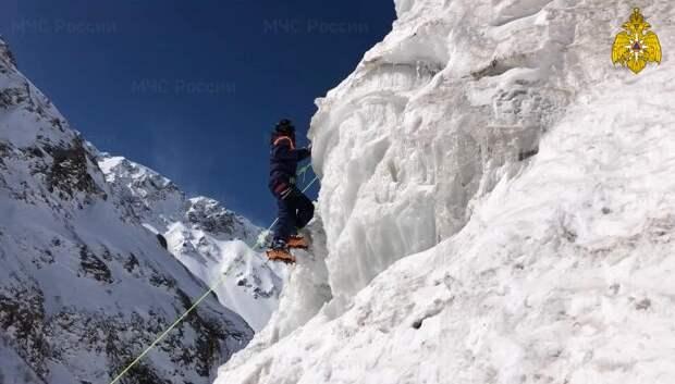 Спасатели Центра «Лидер» пришли на помощь альпинистке на Эльбрусе
