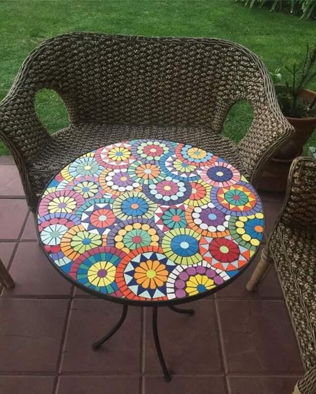 Столешница с элементами мозаики — отличный способ для обновления мебели