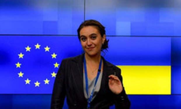 Как выглядит пресс-секретарь Зеленского, которую подозревают в «нерабочих» отношениях с президентом
