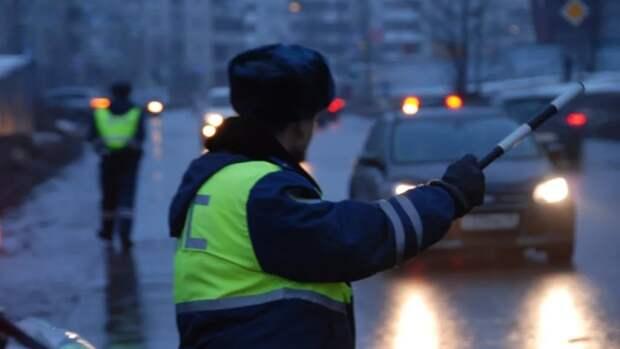 В Казани молодой лихач сбил полицейского, пытаясь защитить друга-преступника