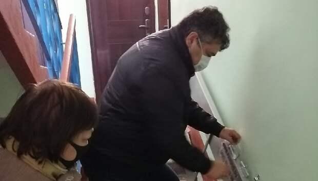 УК Подольска установила пандус в доме для женщины‑инвалида