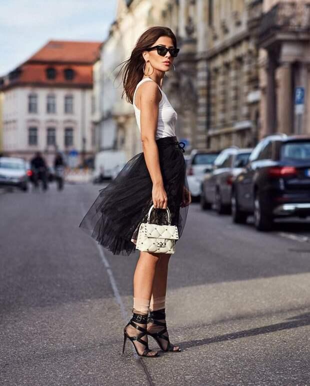 Черно-белая классика: 18 стильных образов от блогера Фюсун Линдер