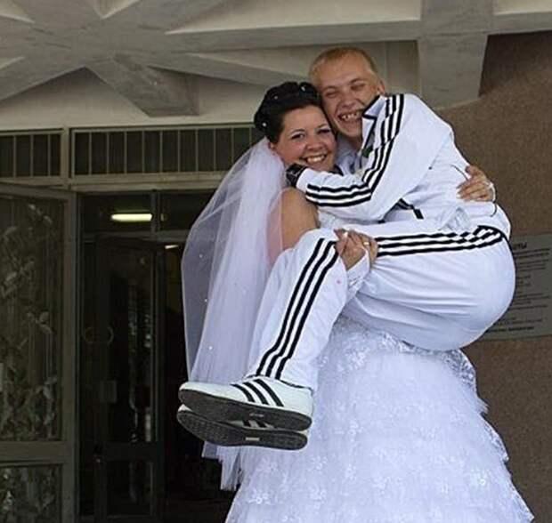 То чувство, когда забыл про свадьбу и пришёл в том, в чём был забыл, плохая память, фото