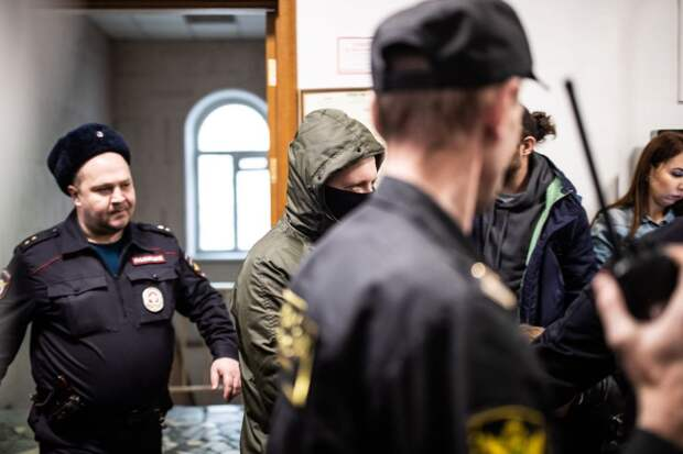 ⚡️ Полицейских, подкинувших наркотики Голунову, арестовали на 2 месяца