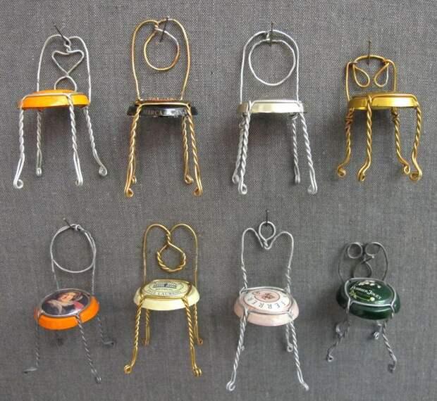Крошечные стулья из проволоки от шампанского Джоэля Энрикеса