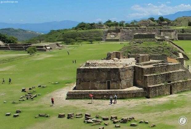 Оригинал фото: https://guiasdeviaje.mx/en/destinosydirectorio/monte-alban-archeological-zapoteca-site-oaxaca-mx/