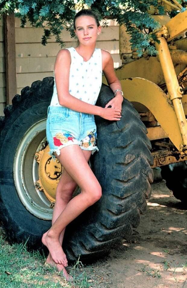 14 классных фото молодой Шарлиз Терон