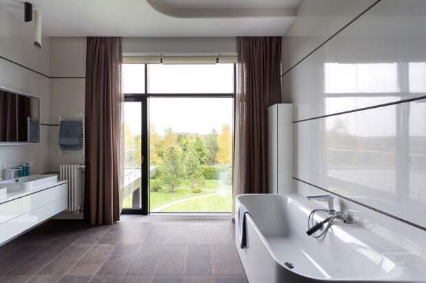 Ванная комната загородного коттеджа