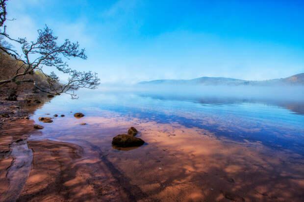 Шотландское озеро Лох-Несс на восходе