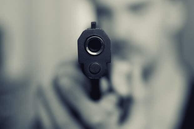 Выстрелившего в голову нарушителю сотрудника ГИБДД обвиняют по двум статьям