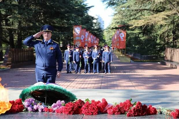 В День Победы крымские следователи почтили память павших фронтовиков