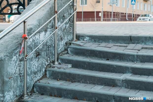 Волнистая плитка и пустая входная группа. Что происходит с благоустройством в Советском парке?