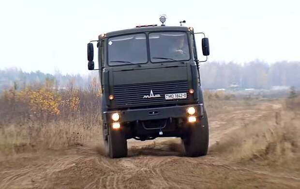 Политолог: Россия оставит Украину без белорусских военных тягачей