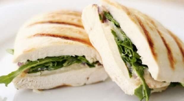 Сендвич, перед которым невозможно устоять. \ Фото: edaifigura.ru.