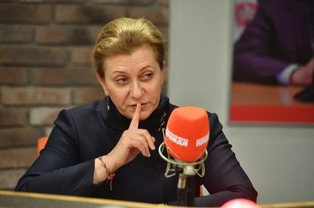 Попова: советы об отказе от вакцинации уносят жизни людей