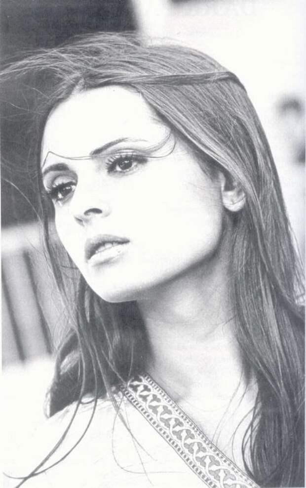 красивая девушка цыганка Соледад Миранда / Soledad Miranda фото