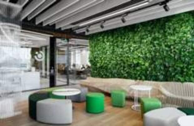 В Москве дизайнеры создали необычный зеленый офис для банка