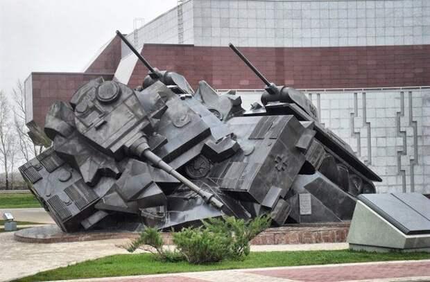 Немцам мешает памятник советским воинам на Прохоровском поле