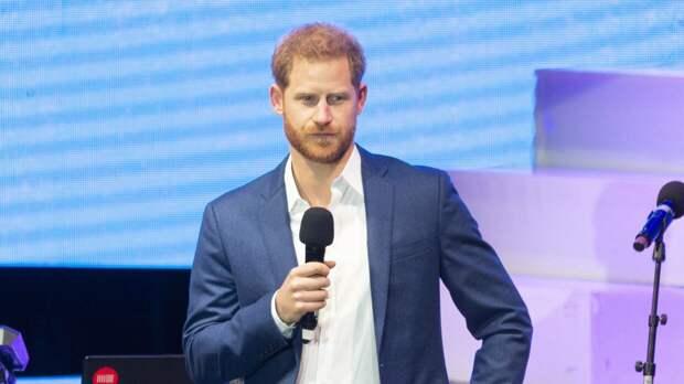 Британцы просят Елизавету II лишить принца Гарри всех титулов