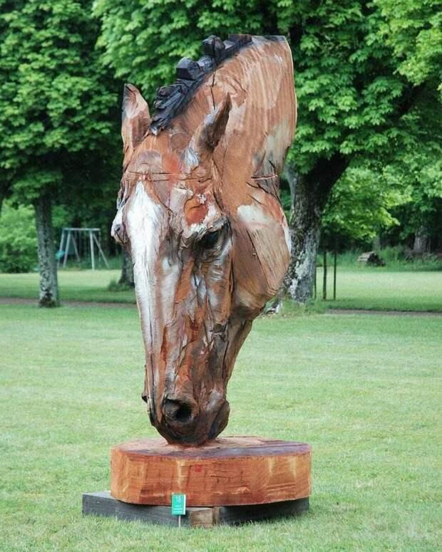 Голова лошади из дерева