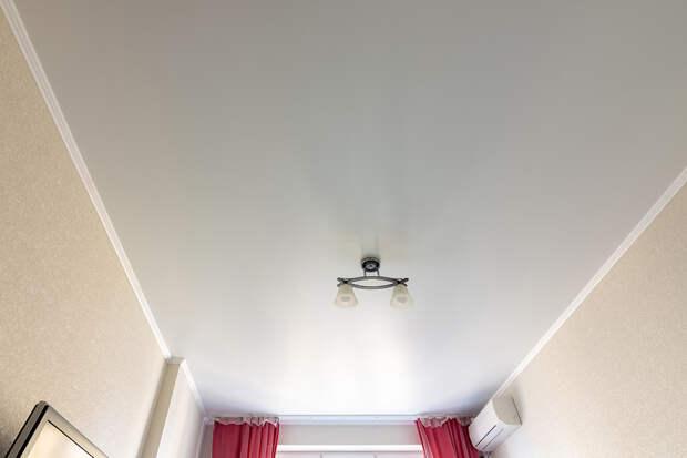 Как ухаживать за натяжными потолками: пошаговая инструкция
