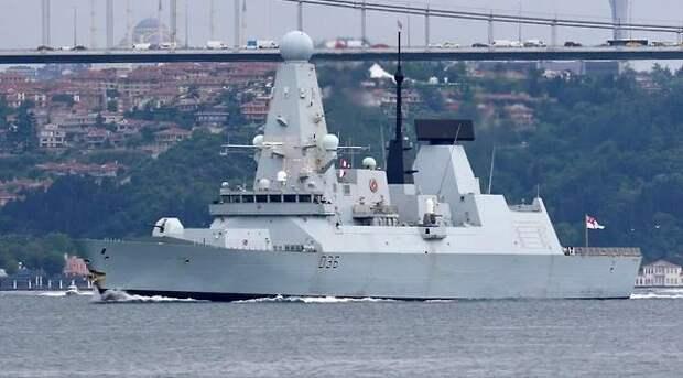 Доигрались: Российские корабль и самолет открыли стрельбу в сторону британского эсминца в Черном море