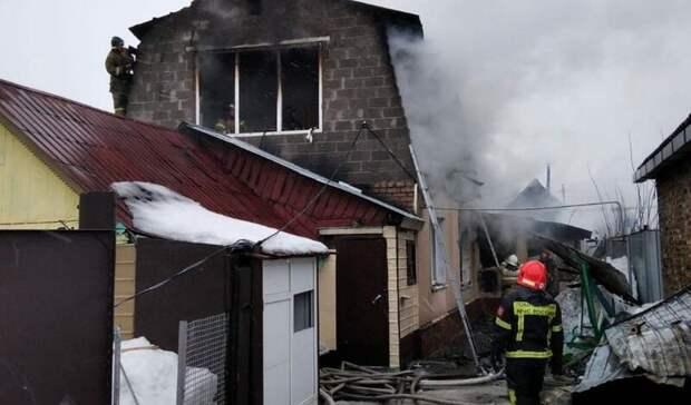 В Оренбурге на улице Томилинской горел частный дом