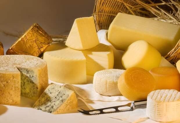 Обращаем внимание на цвет сыра. /Фото: gastronom.ru