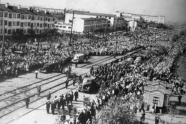 Неужели вам действительно непонятно, почему популярность Сталина растет и, похоже, продолжит расти? Отгадка-то всего в два слова