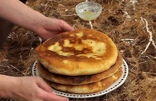 Аппетитные лепешки с картошкой: это лучше, чем хлеб и без дрожжей