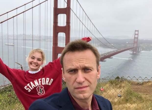 Даша Навальная спалила, что с ее отцом все в порядке