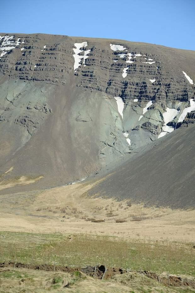 Склон горы Эсья, Исландия