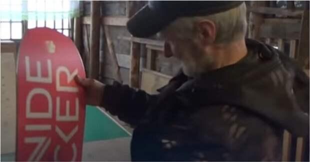 Катающемуся на самодельном сноуборде пенсионеру подарили настоящую экипировку