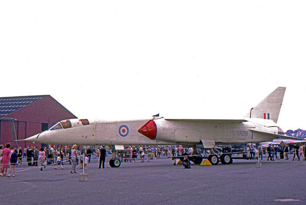File:BAC TSR.2 XR219 Warton 11.06.66 edited-2.jpg