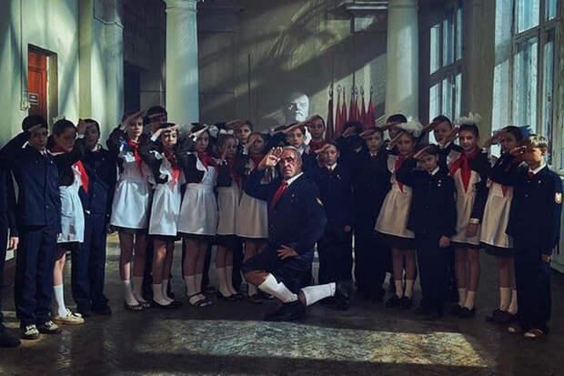 Тилль Линдеманн обратился к сыгравшим в его клипе детям на русском языке
