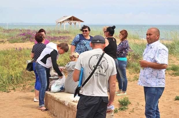 А местные жители не настроены видеть любимый пляж застроенным