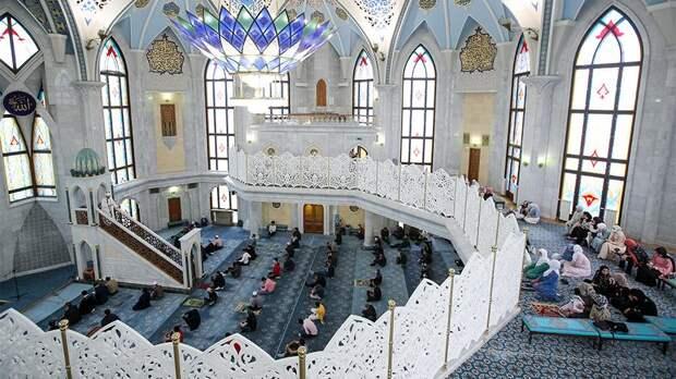 Путин поздравил последователей ислама с праздником Ураза-байрам