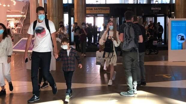 Москвичи провели майские праздники в торговых центрах