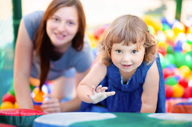 5 вещей, о которых мамы врут друг другу на детских площадках