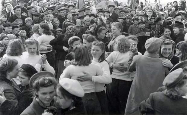 Как Новосибирск отмечал День Победы в 1945 году