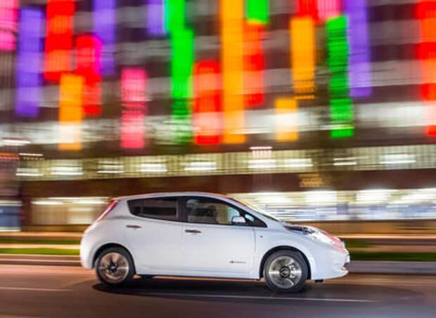Чиновники испытают беспилотный Nissan Leaf на дорогах Лондона