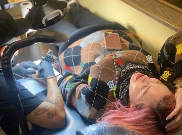 62-летняя Мадонна сделала первую вжизни татуировку, посвятив еедетям